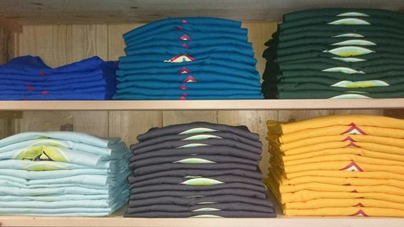 Wild East T-Shirts und Hoodies